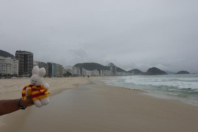 Ko Nientje op de Copacobana in Rio de Janeiro (Brazilië)