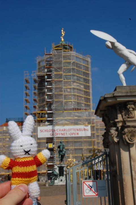 Ko Nientje bij Slot Charlottenburg, Berlijn
