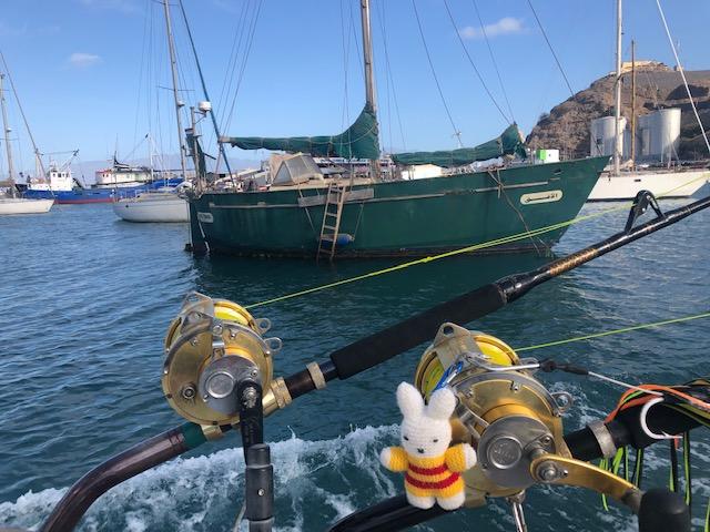 Ko Nientje aan het vissen op de Kaap Verdische eilanden